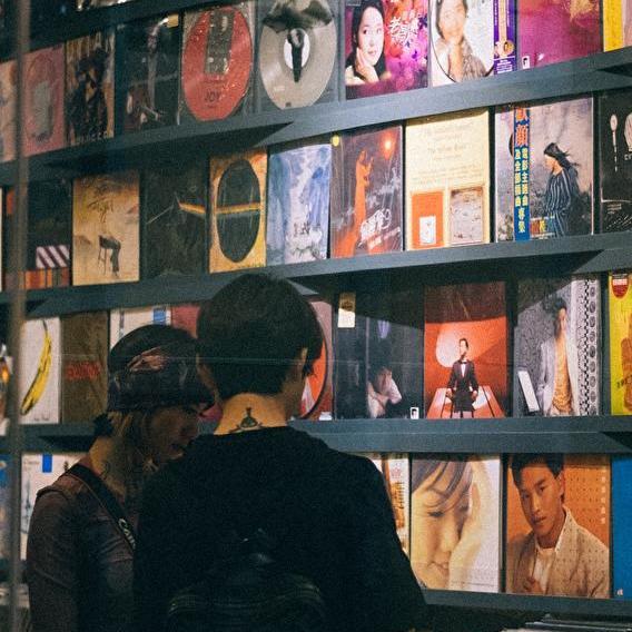Congés annulés: vide-disques & merch-o-rama
